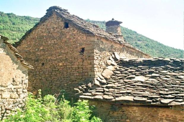 Casa tradicional de piedra y loseta de Belsué. Casa tradizional de piatra y loseta de Belsué.
