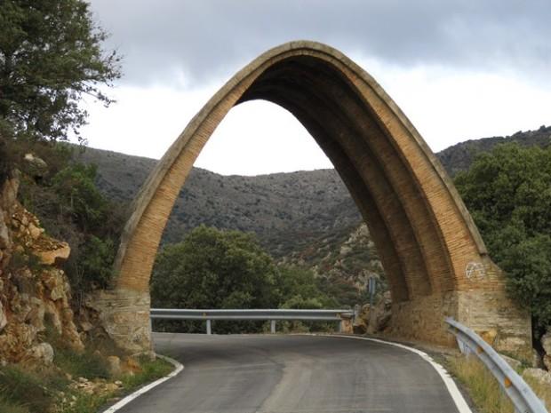 Puente colgante camino de Viver.  Puen  pinchau Camín de Bibel