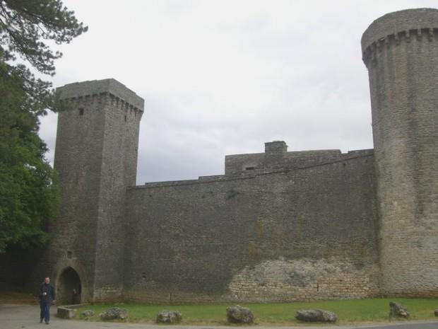 Torre norte y Fortificación. Tor Nòrd e Fortificazión.
