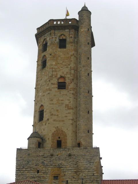 La imponente Atalaya del siglo XVII. L´aclapadera Tor de Guaita d´o sieglo XVII.
