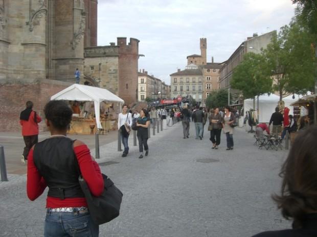 Ambiente musical por las calles de Albi. Morfuga mosical por as carreras d´Albi.
