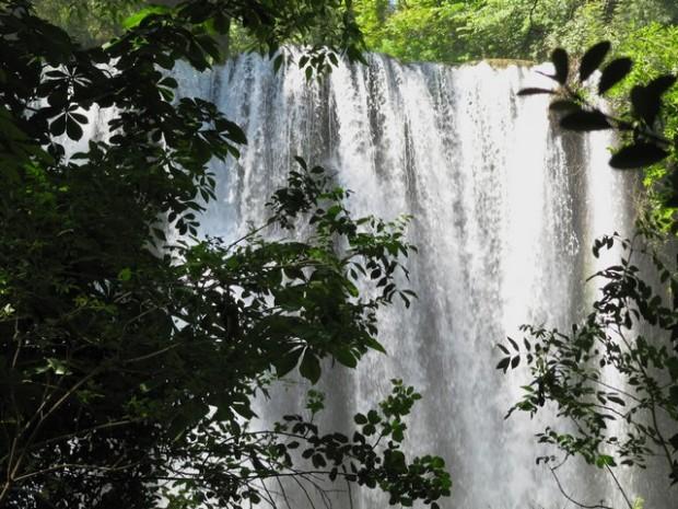 Cascadas en la zona de El Vergel (2). Saltos d'augua en a zona de El Vergel (2)