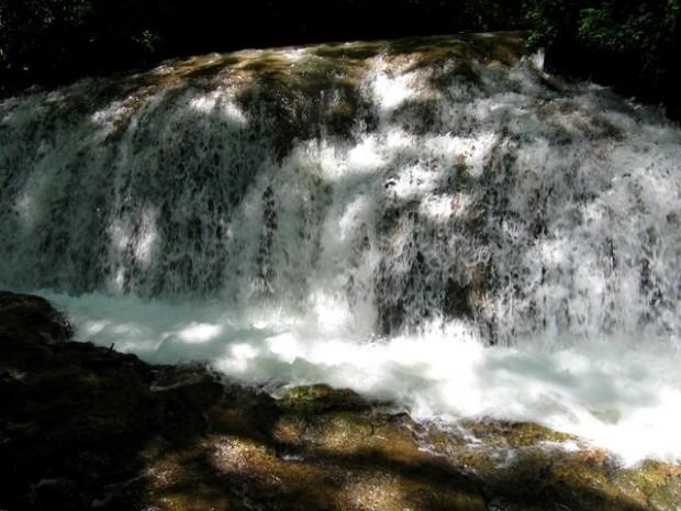 Cascadas en la zona de El Vergel (3). Saltos d´augua en a zona de El Vergel (3)