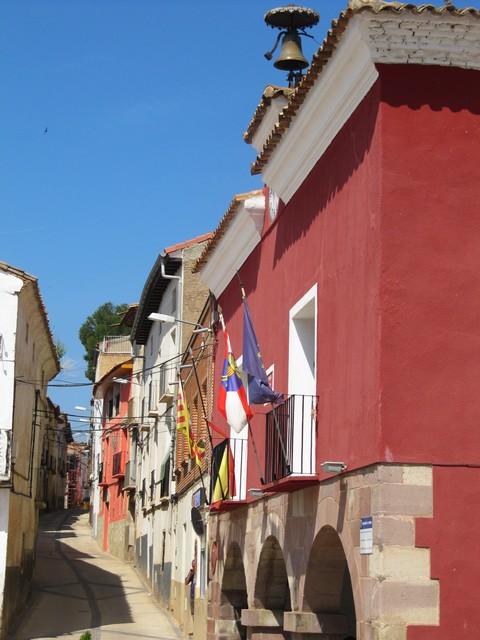 Ayuntamiento y calle de El Frasno.  Casa´l Lugar y carrera d´El Fraxno