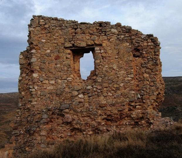 Restos de Latorre del homenaje del antiguo castillo.- Estrazios d´a tor de l´omenax de l´antigo castiello