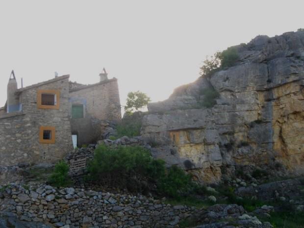 Casas y piedras.- Casas y piatras
